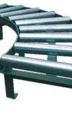 Transportador de roletes em curva