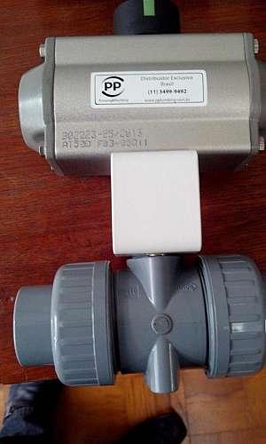 válvula com atuador pneumático